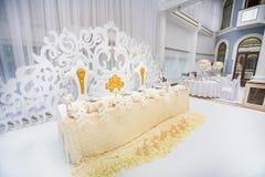 Wykwintnie dekorujący ślubu stołu położenie zdjęcia stock