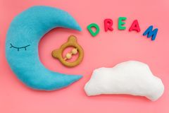 Wymarzona kopia dla dziecko wzoru z ksi??yc poduszk?, chmura, zabawka na r zdjęcie royalty free