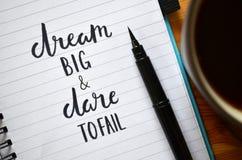 WYMARZONY DUŻY NIE UDAĆ SIĘ w notatniku I wyzwanie piszący list zdjęcie stock