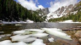 Wymarzony jezioro przy Skalistej góry parkiem narodowym zbiory wideo