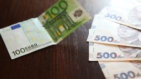 Wymiany walut pojęcie, euro i uah, zdjęcie wideo