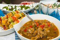 Wyśmienicie naczynia przy stołem Fotografia Stock
