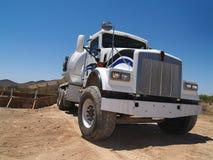 wymieszać horizo cement podkopowy miejsce ciężarówkę. zdjęcie royalty free