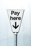 Wynagrodzenia Tutaj znak. Wynagrodzenia i pokazu carpark Fotografia Royalty Free