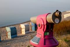 Wynagrodzenie teleskop przy morze bałtyckie plażą Zdjęcia Stock