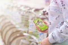 Wynajmowanie bicykl od miastowej rowerowej udzielenie staci Obrazy Royalty Free