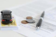 Wynajmowanie lub kupienie samochodowy pojęcie fotografia royalty free