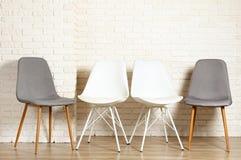 Wyniosły stylowy krzesło z nikt siedzi na mnie Dostępni siedzenia zdjęcia royalty free