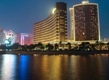 Wynn Esplanade Building bij nacht in Macao stock afbeeldingen