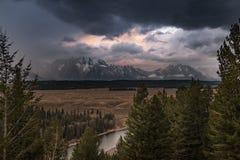 Wyoming Tetons storslagen Tetons nationalpark Snake River arkivbilder