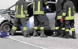 Wypadek drogowy i wiele palacze zdjęcia stock