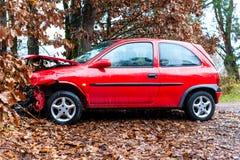 Wypadek - samochód rozbijał w drzewo zdjęcia stock