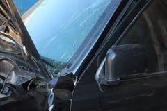 Wypadek samochodowy na drodze fotografia stock