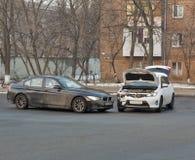 Wypadek samochodowy w mieście zdjęcie royalty free