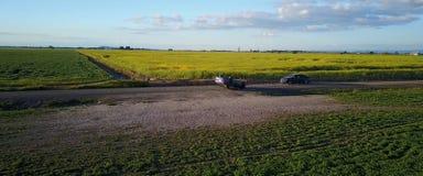 Wypadek, wywrócony samochód na drodze obrazy royalty free