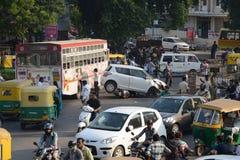 wypadkowa kraksa samochodowa uszkadzający ruch drogowy Fotografia Stock