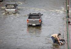 wypadkowy powodzi mężczyzna motocykl Fotografia Royalty Free