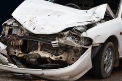 wypadkowych kraksy samochodowej lekarki istot ludzkich ratowniczy drogowy niezidentyfikowany mundur Obraz Royalty Free