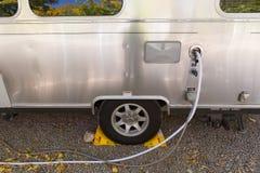 Wypełniać zbiornika wodnego campervan Obraz Royalty Free
