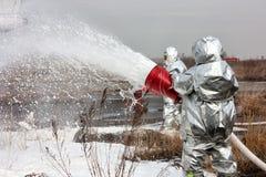 Wypełnia samolot z pożarnictwo pianą fotografia stock