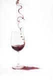 wypełnia szkło wino od rzadkiej formy Zdjęcia Stock