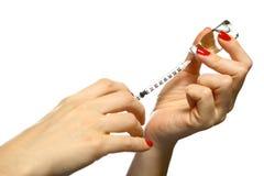 wypełniająca ręk strzykawki kobieta Fotografia Royalty Free