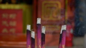 Wypełniający palenia kadzidło W świątyni, zbiory