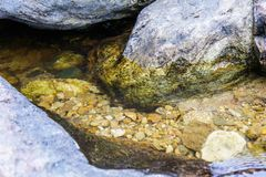 Wypięknia watercourse wokoło kamieni i gravels, Tajlandia obraz royalty free