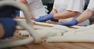 Wypiekowe chleba procesu półki ciasto chleb, przemysł spożywczy i produkcji fabryka ugniata przyszłościowi, zdjęcie wideo