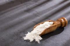 Wypiekowej sody Sodium dwuw?glan na drewnianej ?y?ce Tekst przestrze? obrazy royalty free