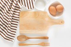 Wypiekowi składniki dla gotować i tnąca deska dla przepisów Fotografia Royalty Free