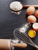 Wypiekowi składniki: jajko i mąka obrazy stock