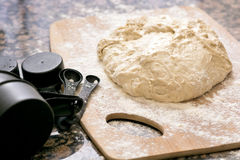 Wypiekowy ciasto i mąka fotografia stock