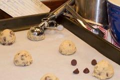 wypiekowy miski masła chip rozdrobnione ciasteczka czekoladowe jaja mąki mieszania Obrazy Stock