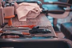 Wyposażający golić, włosiany tytułowanie i broda w zakładzie fryzjerskim obraz stock