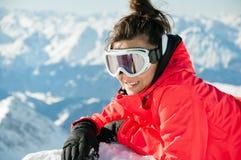 wyposażenia dziewczyny góry narty wierzchołek Obraz Royalty Free