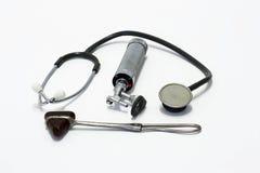 wyposażenia szarpnięcia kolanowi starzy stethescopes Obraz Royalty Free
