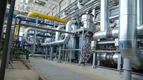 Wyposażenie, kable i dudkowanie jak znajdujący wśrodku przemysłowej elektrowni, scena Wśrodku ogromnej przemysł gazowy rośliny obraz royalty free