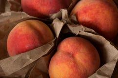 Wyprodukowany lokalnie soczyste brzoskwinie od ogródu organicznie Zdjęcia Stock