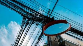 Wypukły lustro z Pomarańczową nakrętką i gmatwanina Elektrycznymi drutami od depresji zdjęcie stock