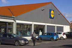 Wyróżniający sklepowy signage lokalny Lidil ` s sklep w Bangor okręgu administracyjnego puszku i parking samochodowy zdjęcia royalty free