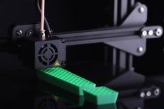 Wyrażać technologoy sposobności zrobi od zielonego klingerytu FDM-3D-printer okrzyk oceny aculpture zdjęcia royalty free