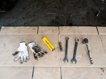 Wyrwania i pracy rękawiczki obrazy stock