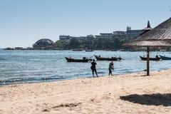 Wyrzucać na brzeg na banku Żółty morze Fotografia Stock