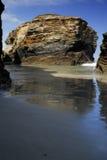 Wyrzucać na brzeg nazwanego Praia das Catedrais w północnym wybrzeżu Hiszpania, Lu Zdjęcia Stock