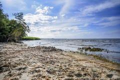 Wyrzucać na brzeg Polskim morzem na słonecznym dniu Obrazy Stock