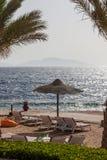 Wyrzucać na brzeg przy luksusowym hotelem, sharm el sheikh, Egipt fotografia stock