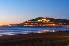 Wyrzucać na brzeg w Agadir mieście przy nocą, Maroko Zdjęcia Royalty Free