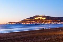 Wyrzucać na brzeg w Agadir mieście przy nocą, Maroko Obrazy Stock
