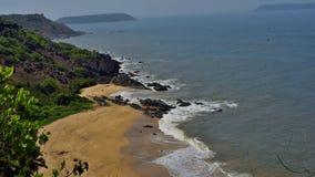 Wyrzucać na brzeg w Południowym Goa, wzgórzu na jeden stronie i wyspie na inny, fotografia stock